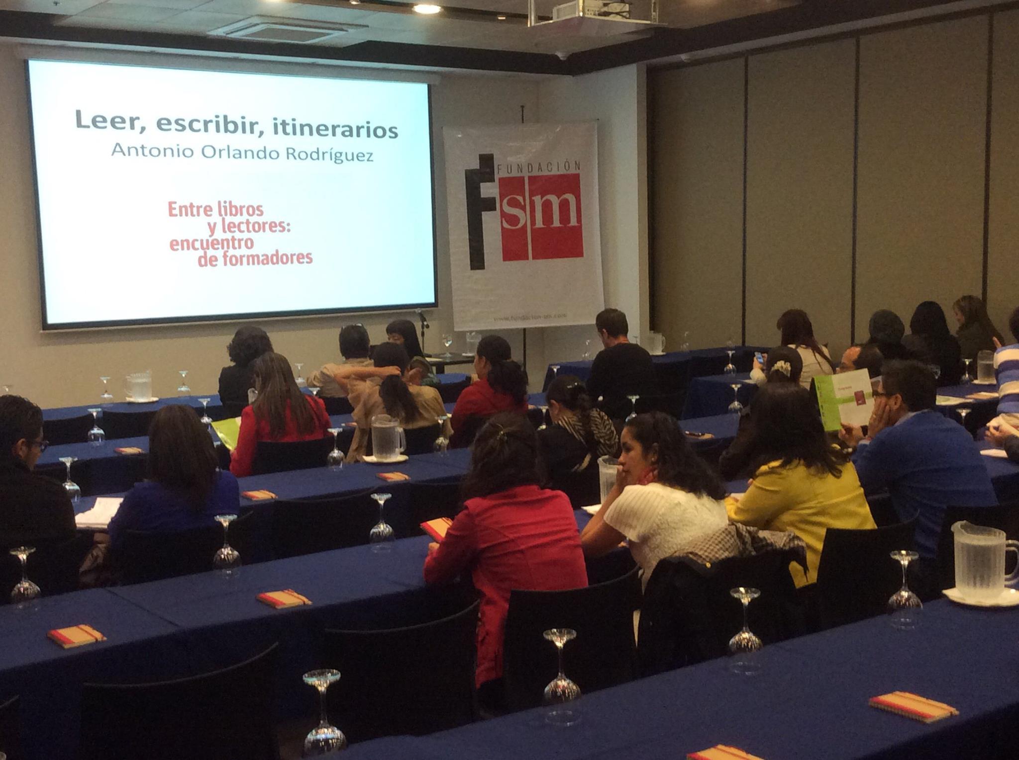 """La presentación de """"La aventura de la palabra"""" en Colombia tuvo como marco el evento """"Entre libros y lectores: encuentro de formadores""""."""