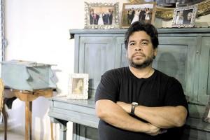 escritor Francisco Larios